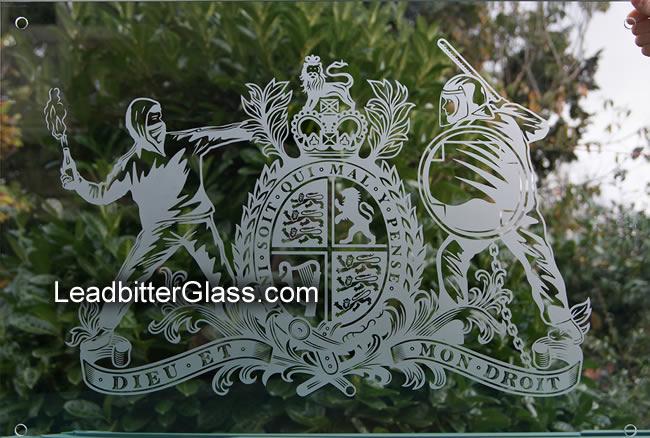 london_riots_royal_crest